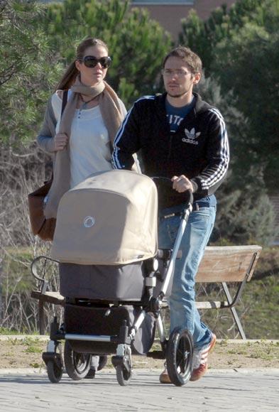Amelia Bono y Manuel Martos, paseo en familia