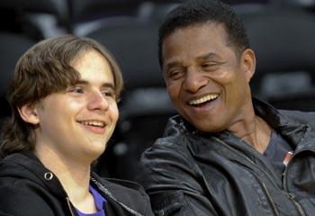 Como cualquier chico de su edad: el hijo de Michael Jackson, Prince, un apasionado de la NBA