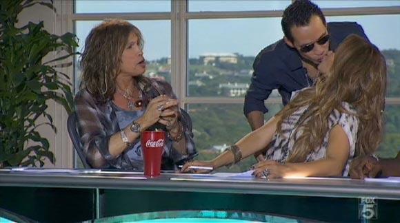 Un 'te quiero' sin palabras: Marc Anthony y Jennifer López desmienten con un beso su distanciamiento