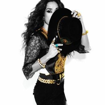Rosario Flores presenta su nuevo disco 'Raskatriski': 'Tengo mucha energía, soy una artista de escenario'