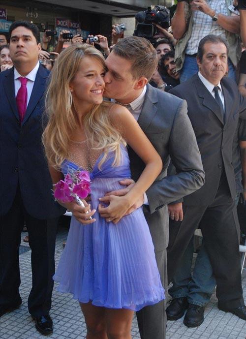 La primera de sus tres 'bodas': Michael Bublé se casa por lo civil en Buenos Aires con Luisana Lopilato