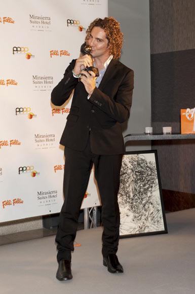 David Bisbal recibe el premio Naranja: 'Nunca había recibido un galardón de la prensa y me produce un gran orgullo'