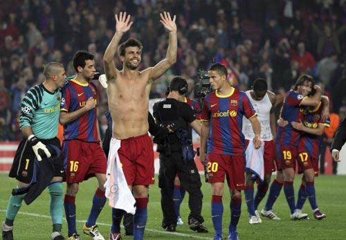 Shakira felicita a Piqué desde la distancia por su triunfo en el partido de Champions: '¡Que viva el Barça y que viva el 3!'