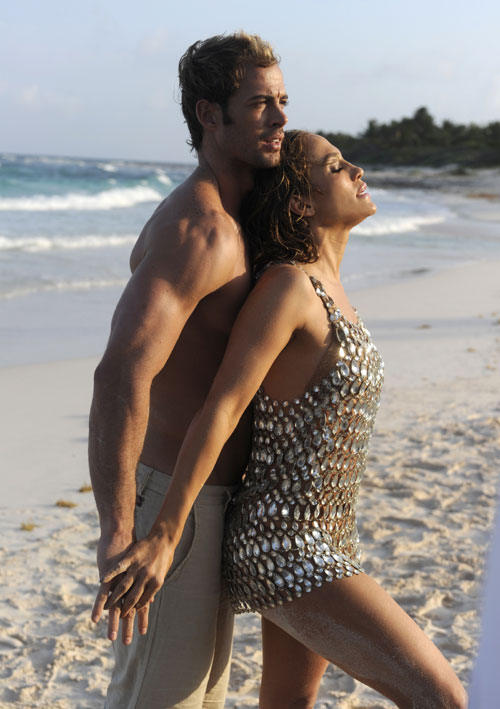 Jennifer López y William Levy en el vídeo I'm into you