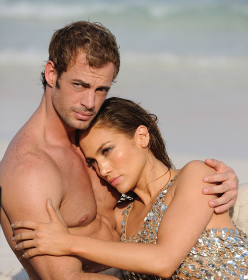 Jennifer López y William Levy en el videoclip 'I'm into you'