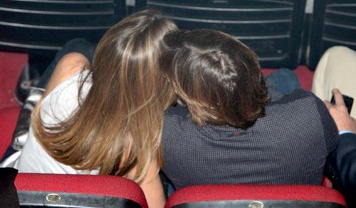 Carlos Baute y su novia Astrid Klisans derrochan romanticismo en el concierto de Maná