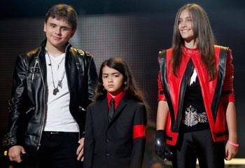 Los hijos y hermanos de Michael Jackson se suben al escenari