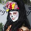 ¿Qué cantante se esconde tras este curioso disfraz de Halloween?