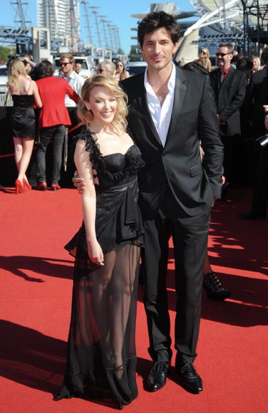 Andrés Velencoso conquista Australia 'del brazo de Kylie Minogue