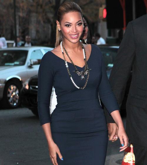 Beyoncé Knowles presume de curvas durante una cena con Michelle Obama y Robert De Niro