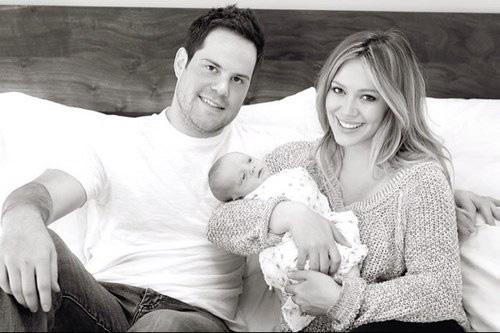 La primera foto de familia de Hilary Duff y Mike Comrie con su hijo, Luca Cruz