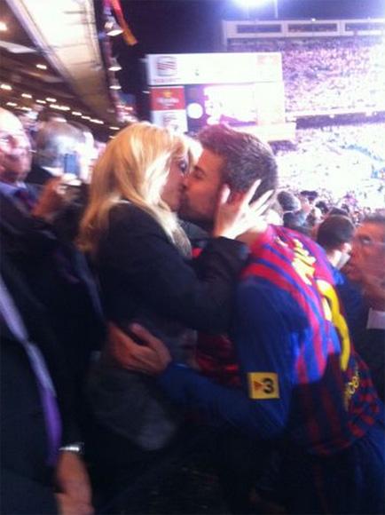 Shakira y Piqué, ¡menudo beso!