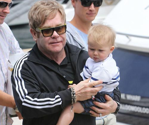 Elton John con ganas de repetir paternidad: 'Quiero que Zachary tenga un hermano'