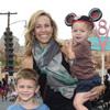 Sheryl Crow, día Disney con los dos 'hombres de su vida'