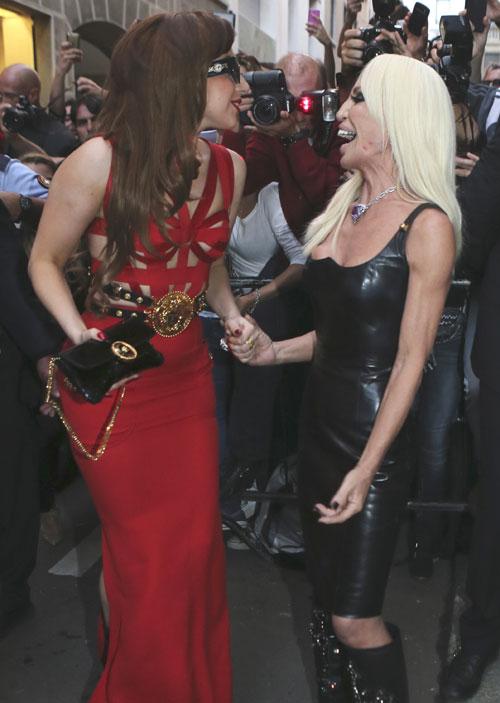 Lady Gaga y Donatella Versace, alumna y maestra intercambian trucos de estilo