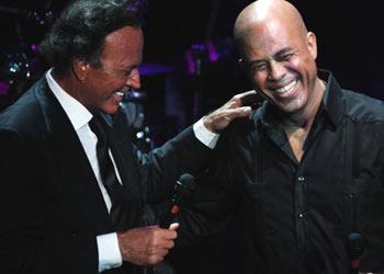 Emotivo concierto de Julio Iglesias, en favor de los niños de Haití