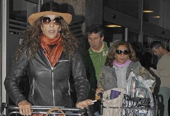 Rosario y Lolita Flores, con la maleta cargada de proyectos