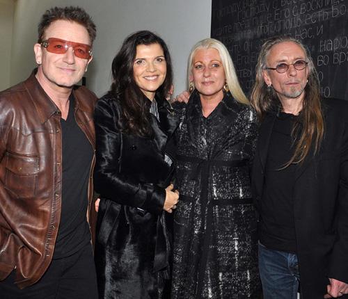U2, inmersos en su disco número 13, no escatiman huecos en su agenda cuando se trata de apoyar a los amigos