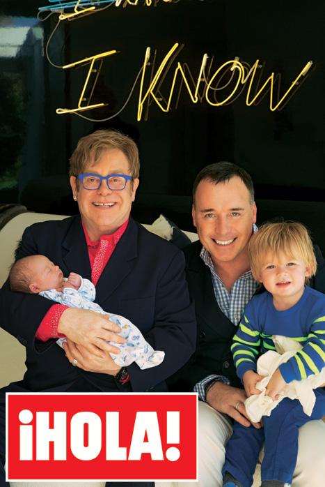 En ¡HOLA!: Sir Elton John y David Furnish, las primeras y exclusivas imágenes de la presentación de su 'baby' Elijah