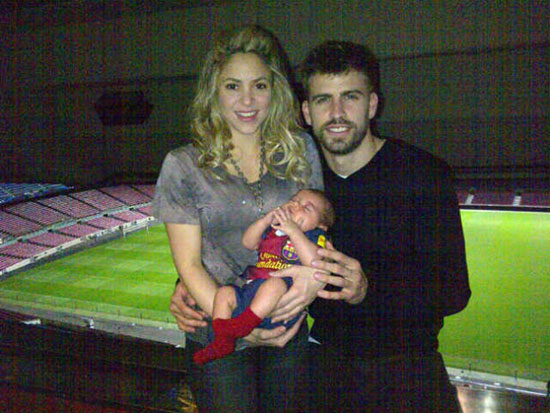 Shakira, Gerard Pique Dating? Singer, FC Barcelona Player Tweet Photo ...