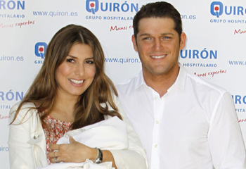 Manu Tenorio y Silvia Casas ya están en casa con su hijo Pedro