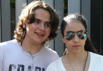 Prince Michael Jackson y su novia Remi Alfalah, la sonrisa del primer amor
