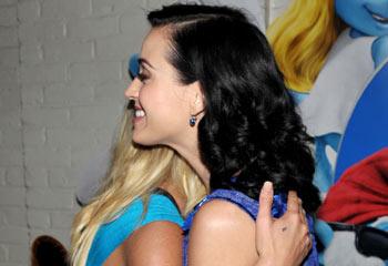 El abrazo de dos amigas y princesas del pop: Britney Spears y Katy Perry