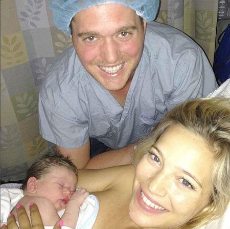 La felicidad de Michael Bublé y Luisana Lopilato en el momento justo de nacer su hijo Noah