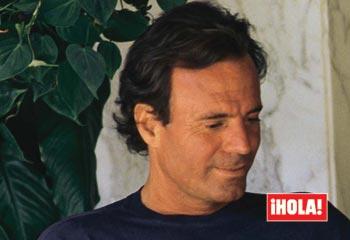 ¡Felicidades Julio! El cantante español, toda una leyenda viva de la música, cumple setenta años