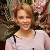 Kylie Minogue pone al mal tiempo buena cara y reaparece luciendo sonrisa tras su ruptura con Andrés Velencoso