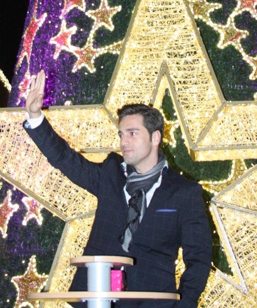 David Bustamante da la bienvenida a la Navidad: 'Adoro colgar las bolas del árbol con mi hija'