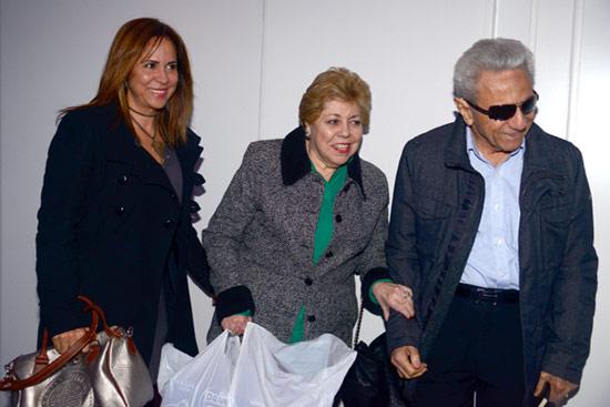 William Mebarak y Nidia Ripoll, padres de Shakira, con su hija Lucía a su llegada a la casa de la cantante en Barcelona