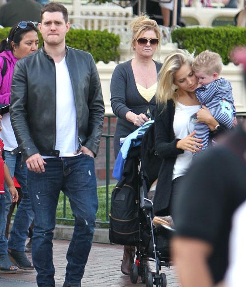 Michael Bublé y Luisana Lopilato le enseñan a 'mini Bublé' la magia de Disney