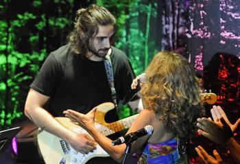 Lolita Flores comparte escenario con su hijo Guillermo Furiase