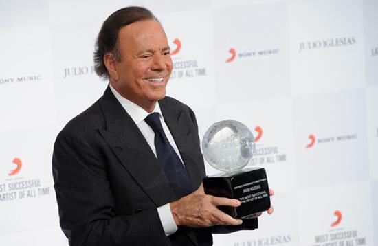 Julio Iglesias, premiado con un galardón único en el mundo