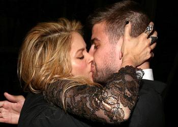 El apasionado reencuentro de Shakira y Piqué en los premios Billboard