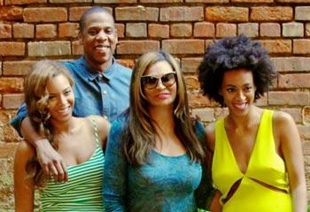 Beyoncé, Jay Z y Solange posan como una familia feliz