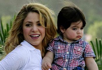Shakira y el pequeño Milan se reencuentran con Piqué y el resto de la selección española en Washington