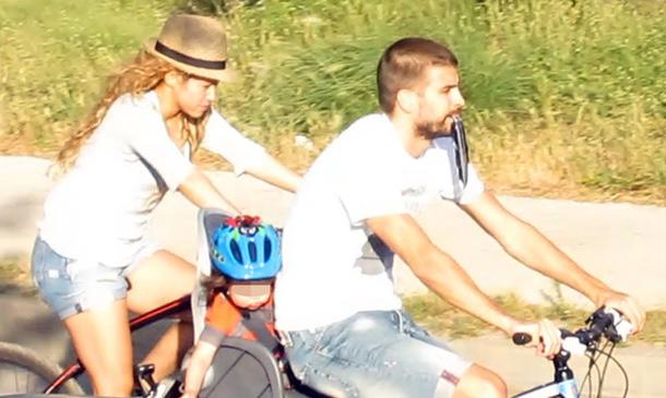 Shakira y Piqué, de paseo con Milan ajenos a los rumores de embarazo