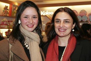 Rosario Flores, invitada estrella en la inauguración de una tienda para niños