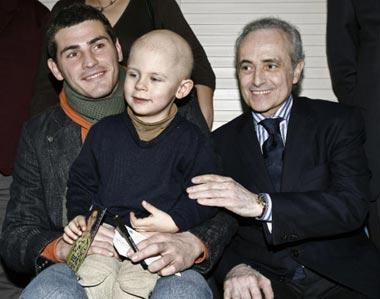 Iker Casilllas y Josep Carreras, juntos contra la leucemia infantil