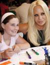 Donatella Versace volcada con los niños más necesitados