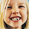 Enséñale a mantener sus dientes de leche sanos y fuertes