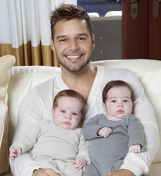 beb s a pares la 39 moda 39 de los gemelos entre los famosos foto. Black Bedroom Furniture Sets. Home Design Ideas