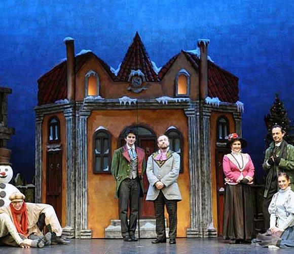 Siente la magia de la Navidad con el clásico de Charles Dickens o disfruta con toda la familia de los mercadillos navideños de Madrid