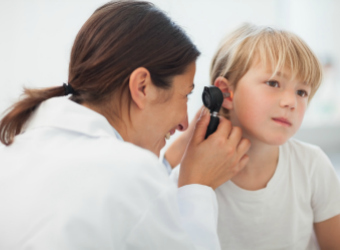 ¿Sabes cómo detectar posibles problemas auditivos en los niños?