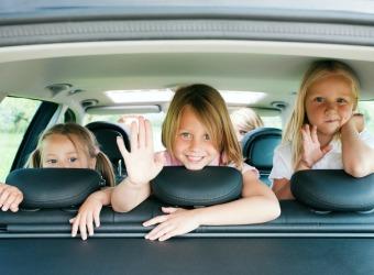 Ideas para jugar con los niños en el coche