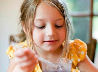 ¿Cómo afectan las bebidas azucaradas al comportamiento de los niños?