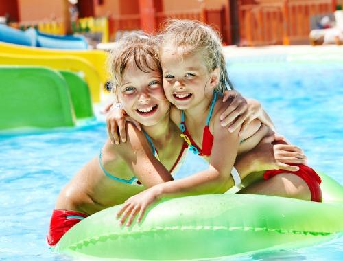 Disfruta con los niños de los parques acuáticos
