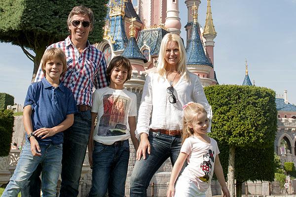 Valeria Mazza se divierte como una niña en Disneyland París junto a su familia